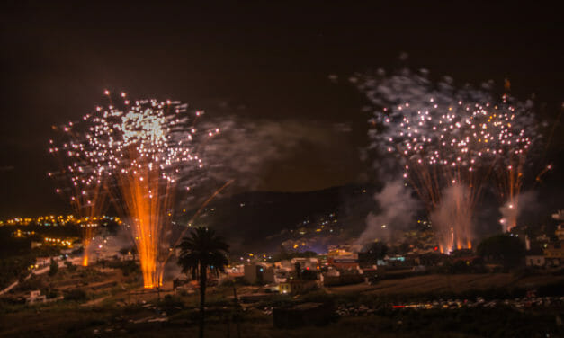 Fest och fyrverkeri i San Lorenzo by