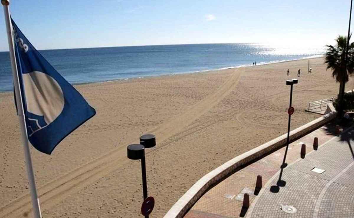 Strand med blå flagga