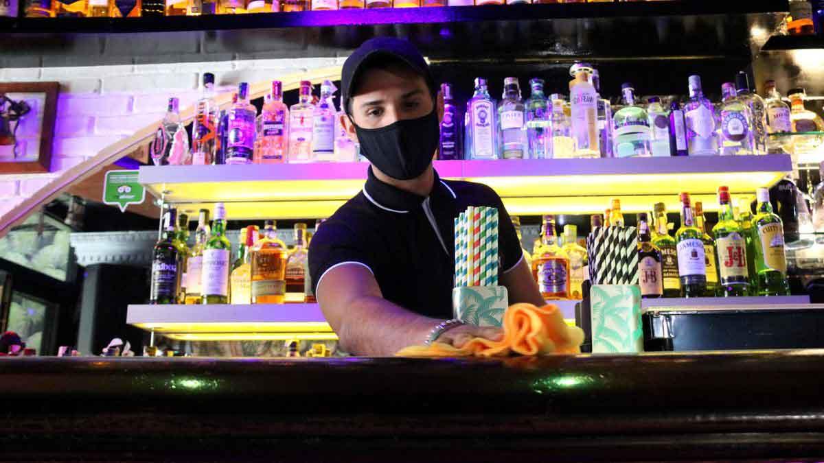 Bartender med mask
