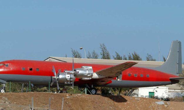 DOUGLAS DC-7C…