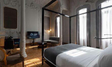 HOTELL…