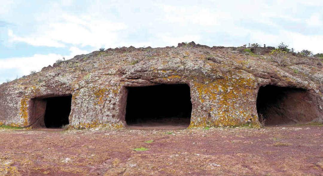 Cueva de Cuatro Puertas