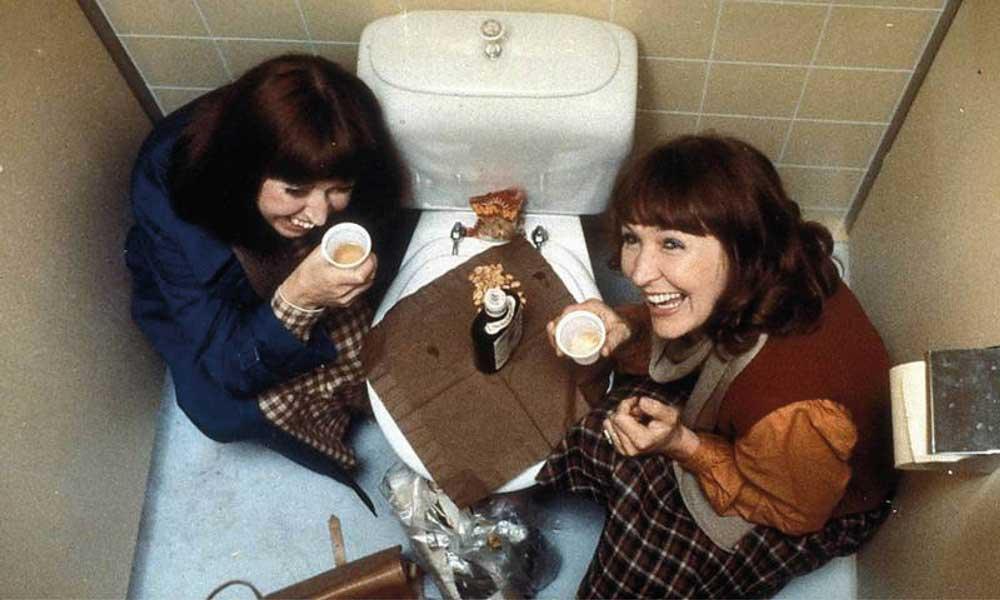Lottie på toalett