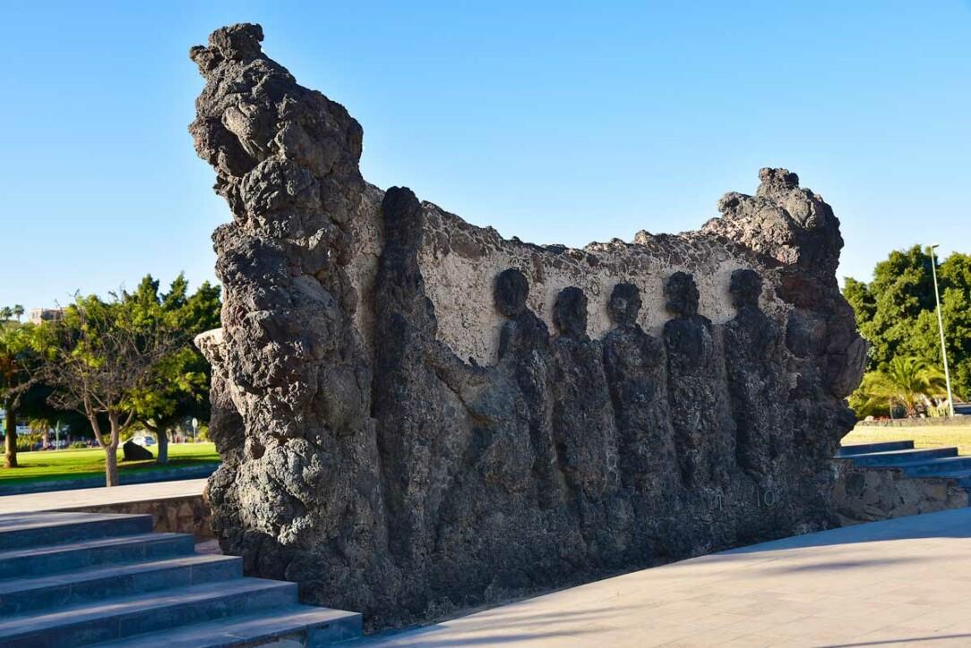 et av Tony Gallardos emblematiske monumenter